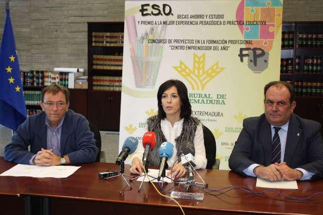 De izq. a dcha, Martín Fariñas, Esther Gutiérrez y Urbano Caballo.