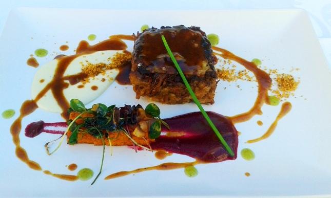 Cordero de Extremadura asado en su redaño con crema de coliflor, ensalada de calabaza y hongos', es la original receta que le ha hecho llevarse el galardón al chef Victor Corchado del Hotel Can Faustino de Menorca.