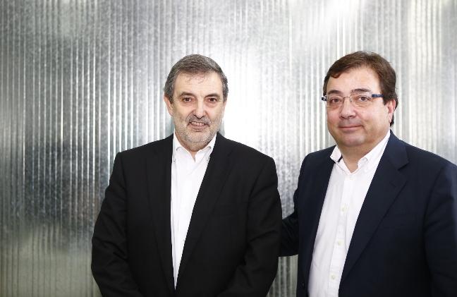 El presidente de la Junta de Extremadura, Guillermo Fernández Vara junto al presidente de Telefónica España, Luis Miguel Gilpérez.
