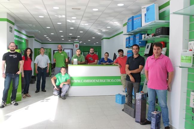 Ramón Jesús Domínguez Clemente, primero por la derecha, junto al equipo de Cambio Energético