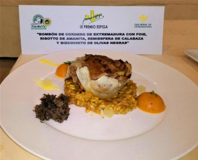 foto-receta-bombon-de-cordero-con-foie-risotto-de-amanita-semiesfera-de-calabaza-y-bizcochito-de-olivas-negras