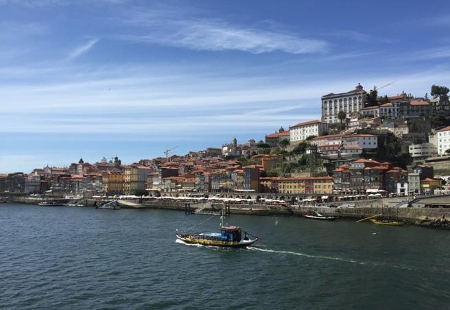 El río Duero a su paso por Oporto.