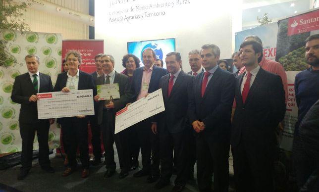Los premiados y las autoridades presentes en los Premios a la Innovación Empresarial