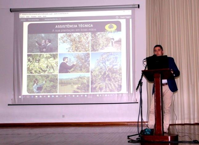 El ingeniero agrónomo Manuel Cera durante su charla sobre olivar en seto